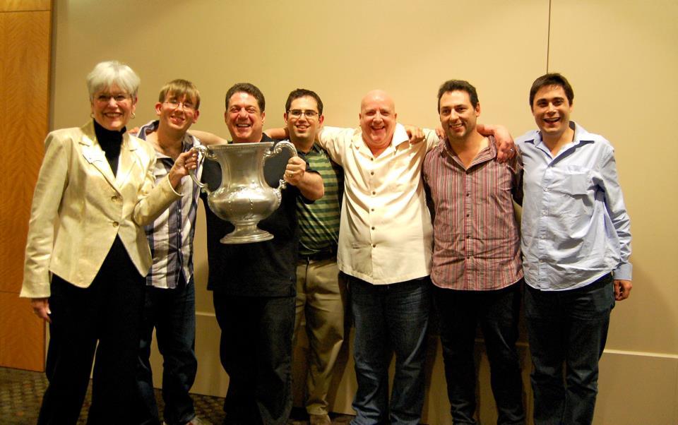 """"""" Equipo Amoils, Ganador de la Vandebilt 2012: Joe Grue, capitan Les Amoils, Darren Wolpert, Curtis Cheek, Ishmael Delmonte and Thomas Bessis."""""""