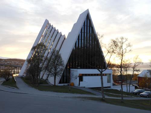 La-Catedral-Ártica-de-Tromso
